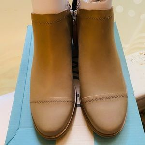 NWT & BOX Toms booties